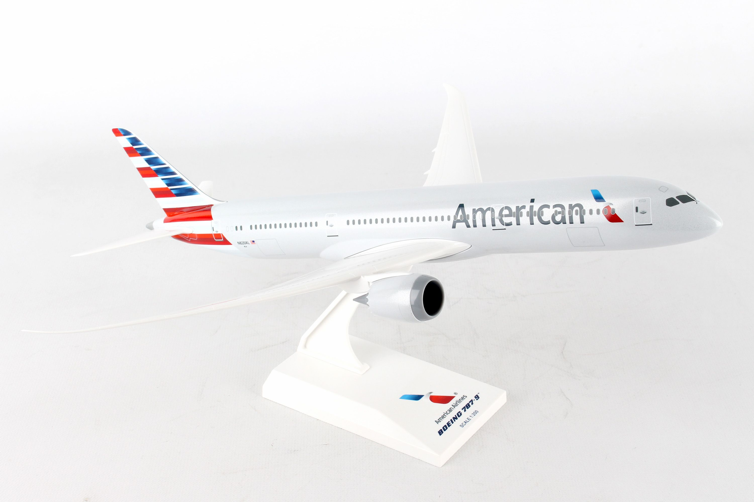 SkyMarks Flugzeugmodell American Airlines Boeing 787-9 Maßstab 1:200