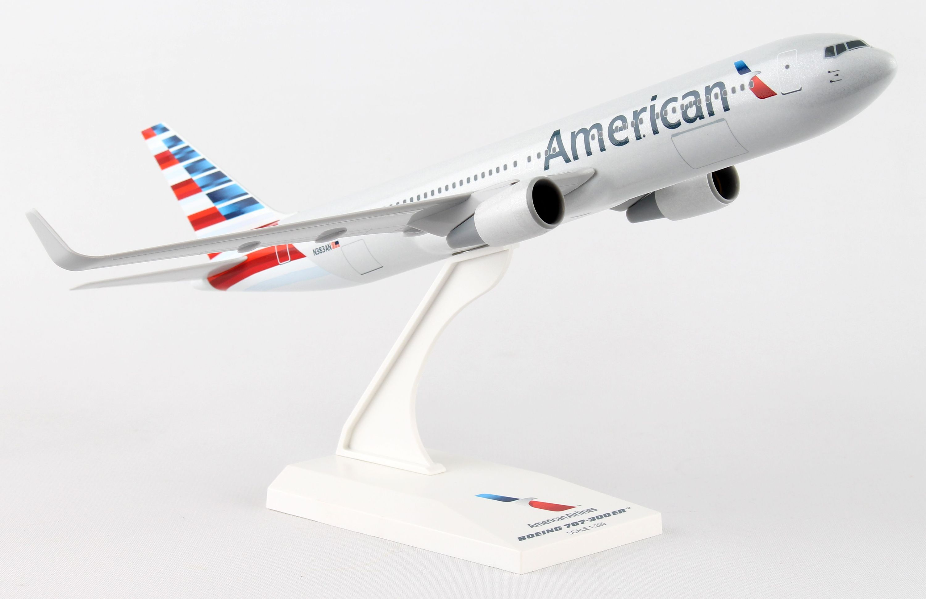 SkyMarks Flugzeugmodell American Airlines Boeing 767-300 Maßstab 1:200