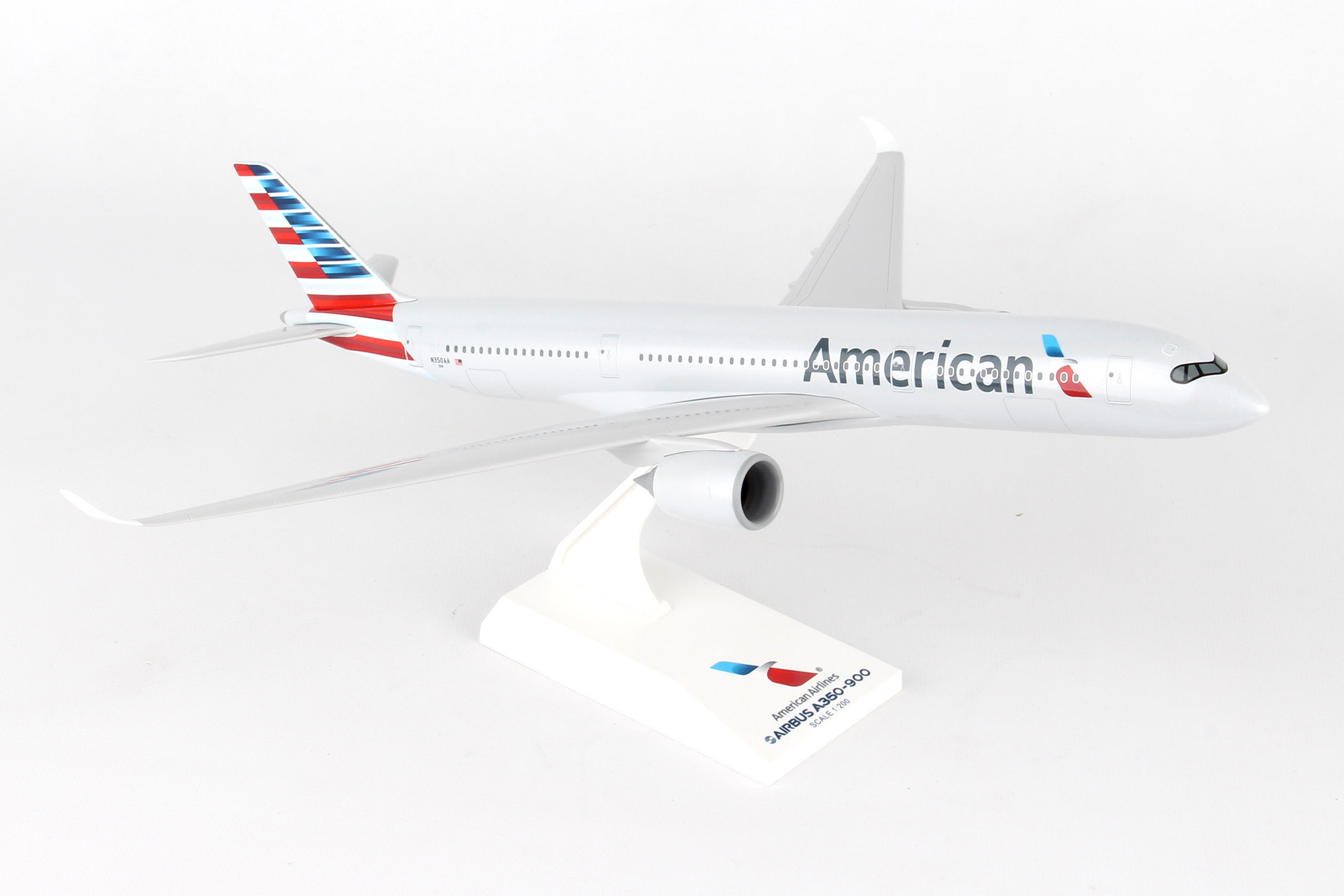 SkyMarks Flugzeugmodell American Airlines Airbus A350 (1:200)