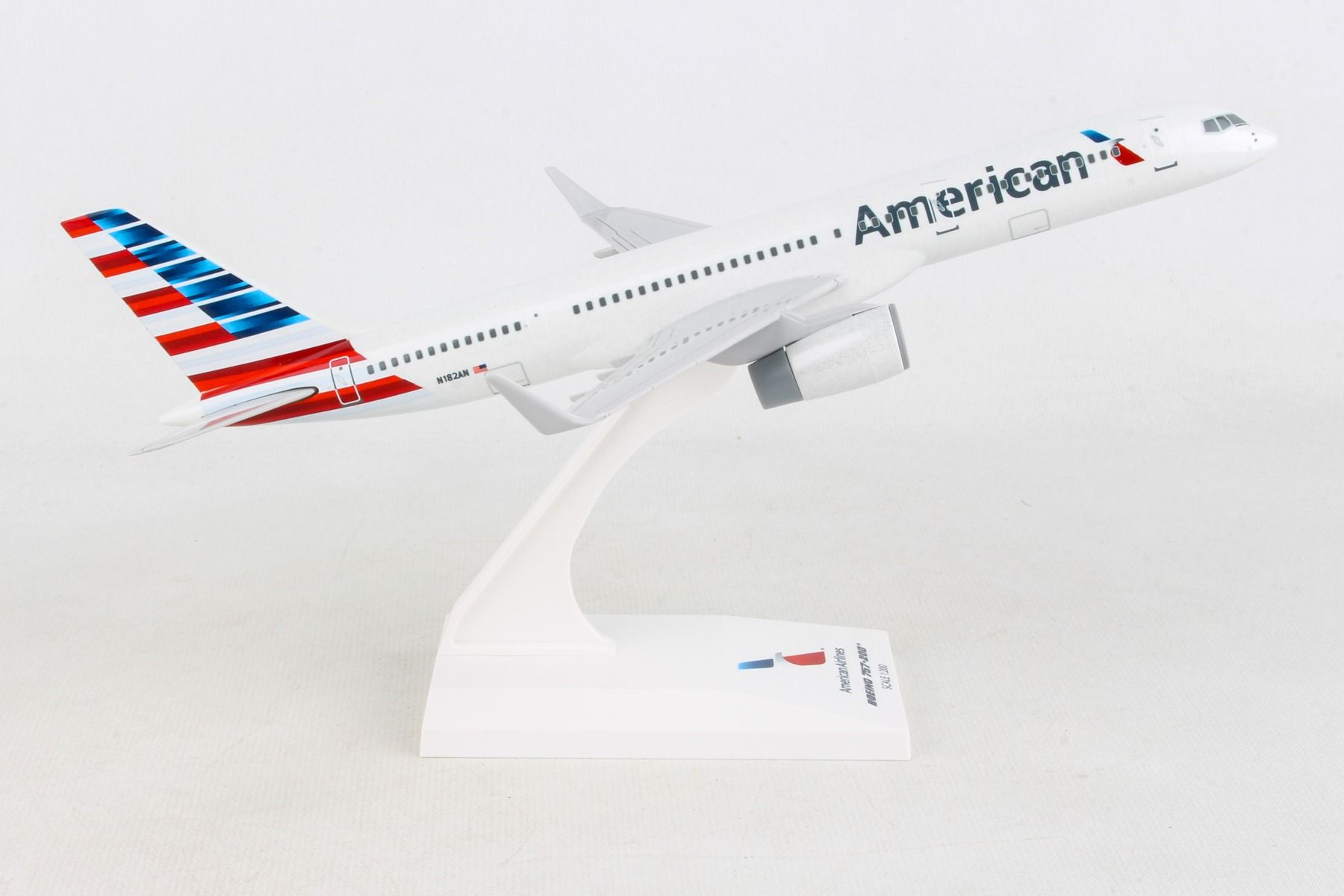 SkyMarks Flugzeugmodell American Airlines Boeing 757-200 New Livery