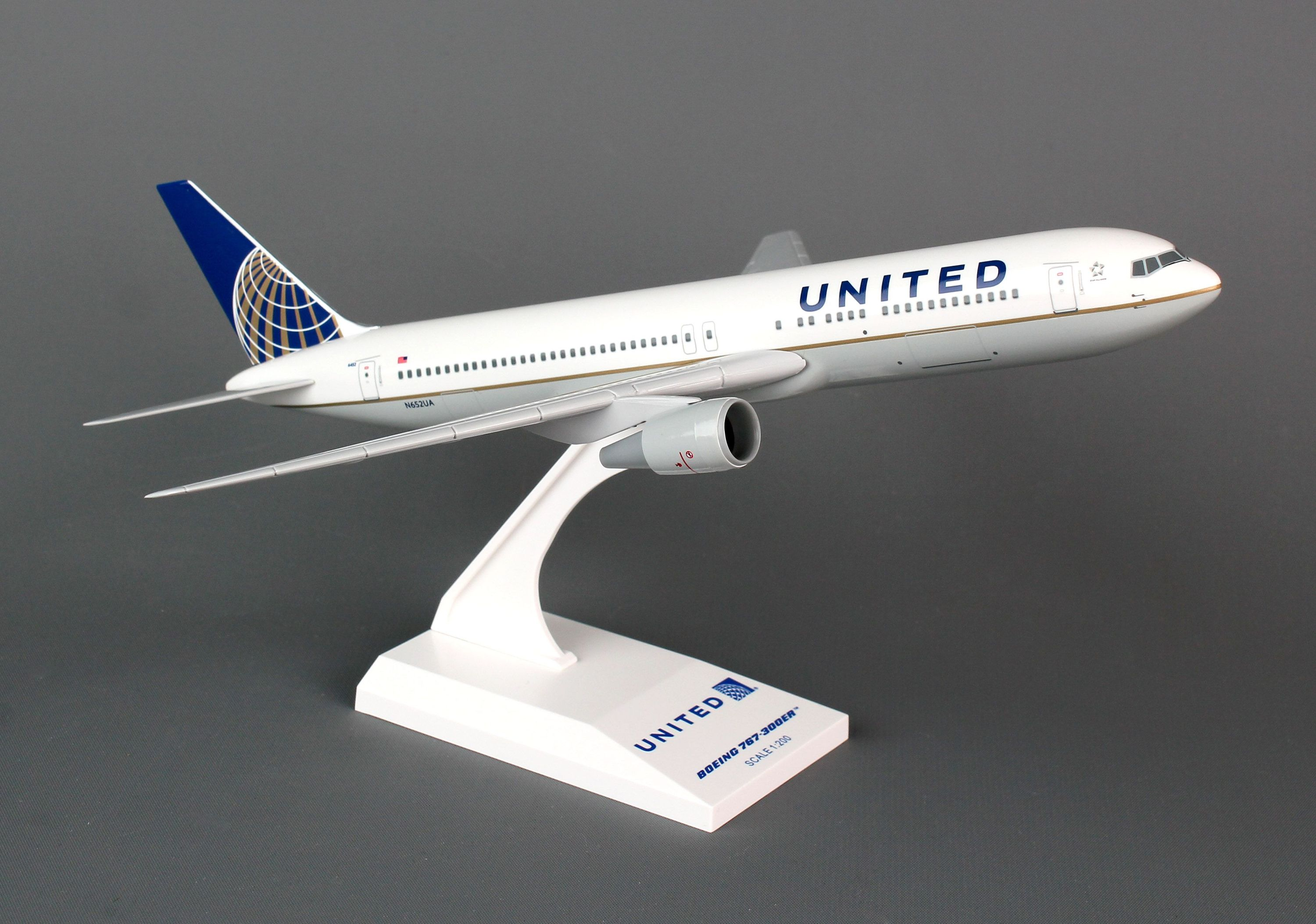 SkyMarks Flugzeugmodell United Airlines Boeing 767-300 Maßstab 1:200